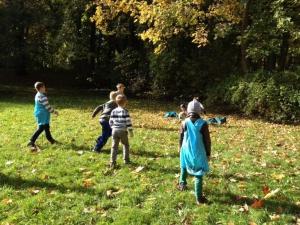 Fußball spielen im Großen Garten